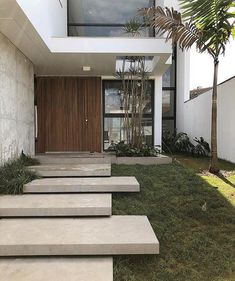 Modern Entrance Door, Entrance Design, House Entrance, Entry Stairs, Exterior Stairs, Front House Landscaping, Modern Landscaping, Modern Garden Design, Modern House Design