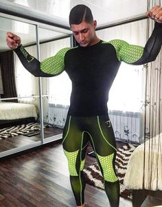 31 years old argentinian guy who loves lycra-spandex, trying to find why spandex makes me horny. Here you can find pics about men wearing lycra or spandex. Lycra Men, Lycra Spandex, Mens Tights, Fitness Fashion, Fitness Wear, Men's Fashion, Gym Style, Tights Outfit, Gym Leggings