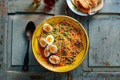 De Indiase keuken is met al z'n groenten en kruiden ideaal voor vegetariërs. De geklaarde boter geeft dit gerecht een nootachtige smaak. - Recept - Allerhande