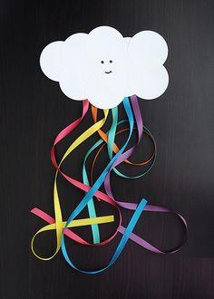 Nube y arcoíris con cartulina y listones de #colores.