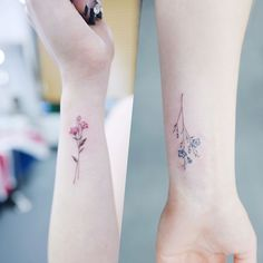 """Mi piace"": 9,888, commenti: 62 - 타투이스트 바늘 (@tattooist_banul) su Instagram: "": Little flowers . . #tattooistbanul #tattoo #tattooing #flower #flowertattoo #colortattoo…"""