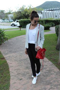Nanda Pezzi: Blazer e Tênis
