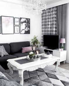 1,607 följare, 565 följer, 77 inlägg - Se foton och videoklipp från Cimla Interior - Finland (@cimla_interior) på Instagram Office Looks, Pink Princess, Antique Shops, Pretty Cool, Old Houses, Interior Styling, Home Office, Dining Bench, Old Things
