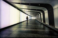 Il silenzio nella metropolitana di Londra https://500px.com/photo/95806547/day-15-365-%7C-equilibrium-by-nick-ferrara?from=user