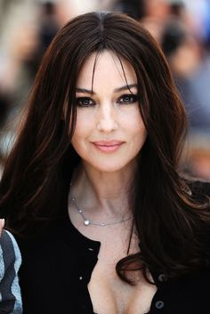 Discover the secrets of Monica Bellucci who once confessed she has become more beautiful with age. The Italian star, who began her career as a model, has remained an evergreen presence on the international cinematic landscape. Monica Bellucci Photo, Monica Belluci, Italian Women, Italian Beauty, Italian Actress, Hollywood Actresses, Beautiful Actresses, Most Beautiful Women, Hair Beauty
