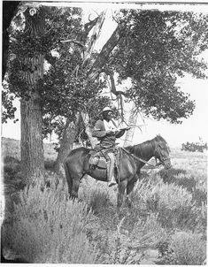 "historicaltimes: ""Native American scout ""Bloody Knife"" in service of George Custer. Armed with a Winchester ""Yellowtail"" repeating rifle. army coat with Corporal insignia. Warned Custer of the threat of Little Bighorn, and was. American Indian Wars, American Indians, Native American Photos, Native American History, Les Scouts, Battle Of Little Bighorn, George Custer, Indian Scout, Le Far West"