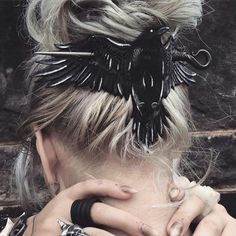 This is the coolest Hair clip ever!!! I SOOO WANT