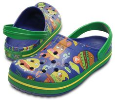 Fun with food Crocs shoes by artist Jon Burgerman. Now available from Crocs for men, women and kids! Crocs Shoes, Shoes Sandals, Fashion Art, Kids Fashion, Collaboration, Casual Shoes, Clogs, Slippers, Footwear