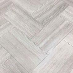 Grey Bathroom Floor, Best Bathroom Flooring, Grey Floor Tiles, Kitchen Flooring, Wall And Floor Tiles, Master Bathroom, Tile Floor Kitchen, Grey Wooden Floor, Kitchen Backsplash