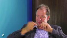 Zirbeldrüse in Gefahr - Prof. Edinger im Interview Professor, Interview, Videos, People, Youtube, Moscow, Medicine, Teacher, People Illustration