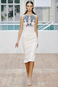 Julien Macdonald Spring 2015 Ready-to-Wear Fashion Show