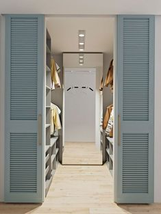Venetian sliding doors for closet Walk In Closet Design, Bedroom Closet Design, Master Bedroom Closet, Closet Designs, Home Bedroom, Small Walk In Closet Ideas, Walk In Closet Ikea, Walk Through Closet, Master Bedroom Plans