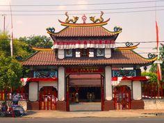 Dimana ada orang Tionghwa tingal,maka ditempat itu passti aka nada tanda-tanda dari kebudayaan tionghwa, baik yang sederhana maupun yang kelihatan mentereng