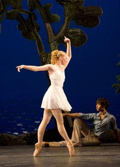Birmingham Royal Ballet - Daphnis and Chloë; Elisha Willis and Jonathan Caguioa; photo: Bill Cooper