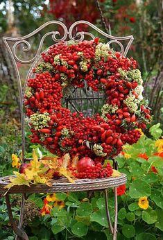 Rowan-berries and rose hip Wreath ~ Augusta Luise: Høstdekorasjoner. Cemetery Decorations, Fruit Decorations, Front Door Decor, Wreaths For Front Door, Fall Wreaths, Christmas Wreaths, Etsy Wreaths, Fall Decor, Holiday Decor