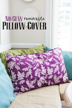 Sewing Cushions Wait to you see how easy this DIY no sew pillow cover is to make when you use dishtowels or napkins that already have finished edges. Sewing Pillows, Diy Pillows, How To Make Pillows, Accent Pillows, Cushions, Sewing Pillow Cases, Throw Pillows, Pillow Crafts, Applique Pillows