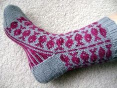 Little fishes swim back and forth on these fun, unique socks. These are the perfect (and cutest) introduction to colourwork socks if Knitting Socks, Hand Knitting, Knitting Patterns, Crochet Patterns, Unique Socks, Swedish Fish, Fish Patterns, Art Textile, Mittens Pattern