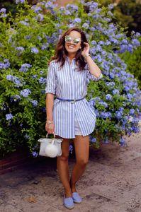 como combinar camisa rayas blancas y azules