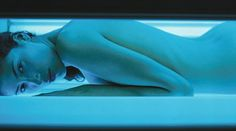 Top cancer doctor says you SHOULD have a sunbed session