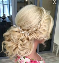Urocze upięcie  ślubne w stylu glam boho  #slubnaglowie #bomiloscjestwielka #fryzuraslubna #bridal #hairstyle #wedding #slub #instalike #bride #pannamloda #warkocz #fryzuradoslubu #hairdecor #hair #updo #bridalhairdecor #uczesanie #kok #slubny #instaslub #weddingtime #bridetobe #omg #trendy #weddingfashion