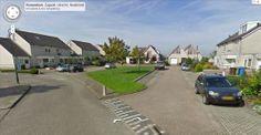 Op deze foto is een gezellige, sfeervolle straat te zien. In het midden is een grasveld/speelveld aangelegd. In ons plangebied willen wij ook een parkje met speelveld aanleggen, met daaromheen woningen. (Gerwin)