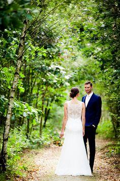 trouwfoto natuur - Google zoeken Wedding Pictures, Wedding Dresses, Google, Fashion, Bride Dresses, Moda, Bridal Gowns, Alon Livne Wedding Dresses, Fashion Styles