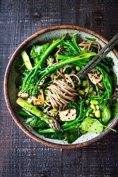 Jade Noodles- an Asian Noodle Salad recipe loaded with fresh spring veggies! Glu… Jade Noodles- an Asian Noodle Salad recipe loaded with fresh spring veggies! Asian Noodles, Soba Noodles, Sesame Noodles, Rice Noodles, Stir Fry Vegan, Vegetarian Recipes, Healthy Recipes, Cooking Recipes, Vegan Vegetarian