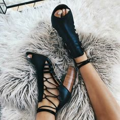 Lace up peep toe straps high chunky heel sandals beautiful scrappy heels Cute Shoes, Me Too Shoes, Heeled Boots, Shoe Boots, Women's Shoes, Crazy Shoes, Models, Chunky Heels, Pumps Heels