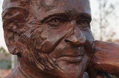 Monument à Ceyreste pour honorer Jean d'Ormesson - sculpteur Gérard Lartigue.
