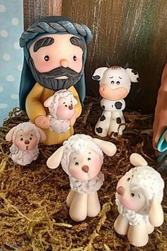 Pesebre Diy Clay, Clay Crafts, Diy And Crafts, Christmas Clay, Christmas Projects, Polymer Clay Ornaments, Clay Figurine, Biscuit, Polymer Clay Creations
