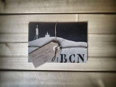 Barcelona: Pintura con spray del Skylane de Barcelona sobre restos de cartones. @sferrerdalmau #pintura #barcelona #reciclaje Barcelona, Diy, Home Decor, Recycling, Objects, Hand Made, Pintura, Manualidades, Decoration Home