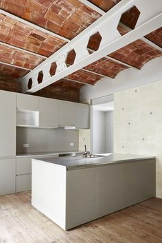 Gallery of Casa Tomás / LAB, Laboratory for Architecture in Barcelona - 5 Interior Design Kitchen, Kitchen Decor, Kitchen Ideas, Nook Architects, Barcelona Apartment, Apartment Renovation, Minimalist Home, Exterior Design, Home Kitchens