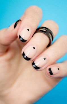 Nude Nails Can Be Fun! Let& Start A Revolution. Nude nails are the favorite look at almost any fashion week. But why go plain nude if instead you can create some edgy minimalist nail art? We investigate Easy Nails, Easy Nail Art, Simple Nails, Fun Nails, Chic Nails, Easy Art, Pretty Nails, Black And Nude Nails, Black Nail Art