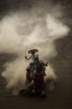 ...(x)...Escaramuza en acción.  @cavatequila  cavatequila.com.mx...(x)...