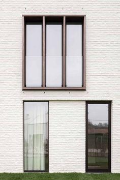 Woonproject - Residentieel - Park De Borchgrave - Zulte - ABS Bouwteam Modern Window Design, House Window Design, 2 Story House Design, Glass Structure, Kerala Houses, Brick Design, Penthouses, Deco, Modern Architecture