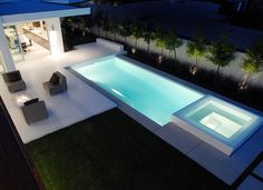 Hollywood Modern With City Views. Compact contemporary pool design with classic straight lines. Great for narrow or compact backyard. Pinned by Heather Hudson realtor in Austin, Texas. Backyard Gazebo, Small Backyard Pools, Small Pools, Swimming Pool Landscaping, Swimming Pool Designs, Jacuzzi, Ideas De Piscina, Living Pool, Moderne Pools