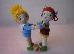 Вязаные куклы. Две подружки