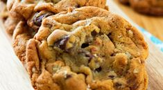 These Chocolate Chunk Pecan Pudding Cookies are loaded with pecans and chunks of chocolate that transform into a sweet addition ideal for any occasion. Lace Cookies, Pecan Cookies, Sweet Cookies, Rita Recipe, Chocolate Chip Pudding Cookies, Apple Cheesecake, Bread Cake, Chocolate Dipped, Chocolate Chocolate