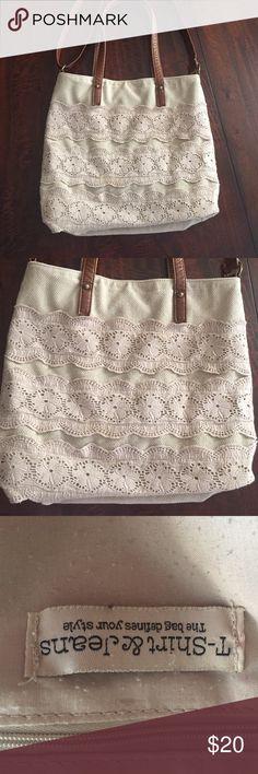 Knit and crochet shoulder bag Stylish Knit and crochet shoulder bag. Great for weekend shopping. Leather adjustable strap. Bags Shoulder Bags