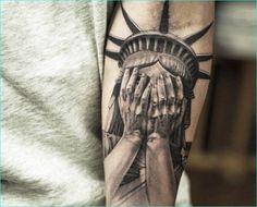 Statue Of Liberty Tattoo - hyper-realistic tattoo done By Niki Norberg Viking Tattoo Sleeve, Realistic Tattoo Sleeve, Hyper Realistic Tattoo, Viking Tattoos, Tattoo Sleeves, Patriotische Tattoos, Wicked Tattoos, Weird Tattoos, Best Sleeve Tattoos