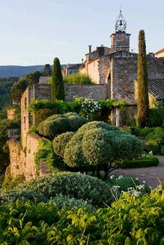 Eagle's Nest Garden, Luberon, France. Photo Clive Nichols