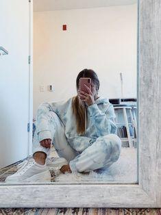 baby blue tie dye joggers and hoodie set // diy tie dye lounge wear lounge wear outfits Batik Mode, How To Tie Dye, How To Wear, Tie Dye Fashion, Cute Lazy Outfits, Stylish Outfits, Cute Outfits With Sweatpants, Tie Dye Outfits, Tie Dye Clothes