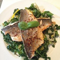 The Body Coach:Grilled SeaBass in 10g of Coconut oil with leek, kale, spinach, pepper, courgette & spring onion. #leanin15