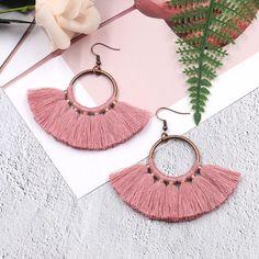 creative handmade fan-shaped tassel Bohemian earrings Source by Diy Macrame Earrings, Macrame Jewelry, Fringe Earrings, Diy Earrings, Bridal Earrings, Earrings Handmade, Diy Jewelry, Bridal Jewelry, Crochet Earrings