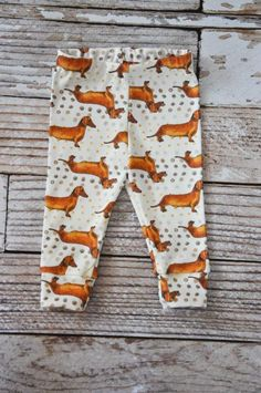 organic baby leggings dachshund print// holdyoume