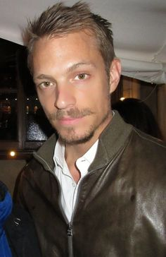 joel kinnaman height weight