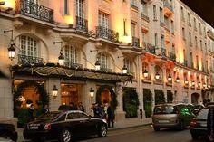 Entrance to Hotel Le Bristol, Rue Faubourg Saint Honore, Paris. Le Bristol Paris, Christmas In Paris, Grand Paris, Hotels And Resorts, Luxury Hotels, Inside Outside, Paris Restaurants, Champs Elysees, Most Beautiful Cities