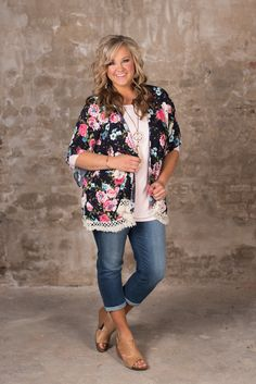 Curvy blooming in beauty kimono - navy glamour farms in 2019 Spring Outfits Women Casual, Curvy Outfits, Mom Outfits, Plus Size Outfits, Casual Outfits, Fashion Outfits, Curvy Fashion, Plus Size Fashion, Women's Fashion