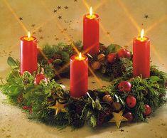 Taí um adorno que eu nunca vi e nem conhecia ==> Coroa do Advento Pillar Candles, Table Decorations, Flowers, Christmas, Home Decor, Nunca Vi, Google, Birth Of Jesus, Holiday Decorating