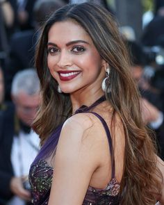 Image may contain: 1 person Deepika Padukone Hair, Deepika Ranveer, Sonam Kapoor, Shakira, Indian Bridal Outfits, Beautiful Bollywood Actress, Bollywood Stars, Celebs, Celebrities